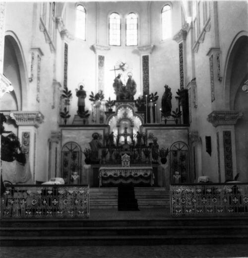 Presbiterio del templo parroquial