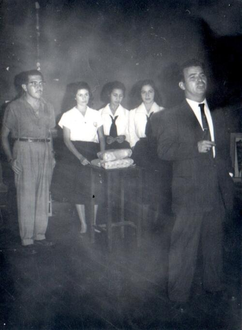 A la izquierda de anteojos Don Jorge Jimenez, de primero Don José Rafael Arias